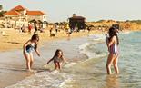 משפחת בן אור מחריש בחוף אולגה