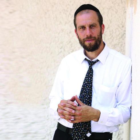 """איציק פינס. """"אני מבקש מכל תייר ישראלי שטס לאירופה לבקר בבית קברות יהודי"""""""