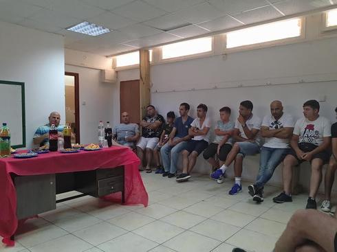 מפגש האוהדים וההנהלה (צילום: לירן טטרו)