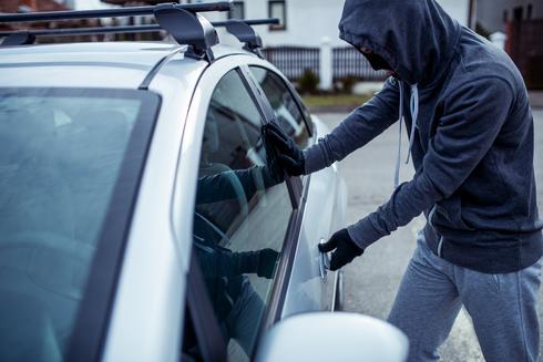 גנב רכב, פריצה למכונית, שאטרסטוק