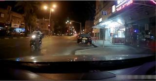 רוכב כנגד הכיוון | צילום מסך