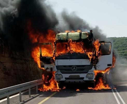 המשאית שעלתה באש | צילום: דוברות כבאות והצלה חוף