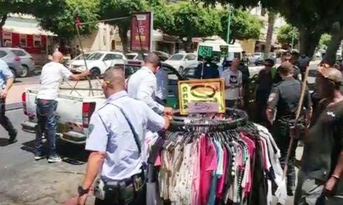 מבצע האכיפה בשוק העירוני בחדרה | צילום: דוברות העירייה