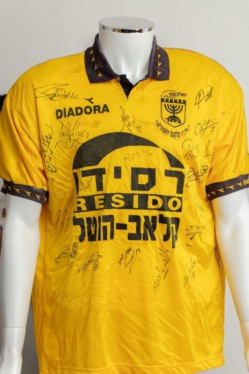 חולצת משחק, 1995. צילום: רן יחזקאל