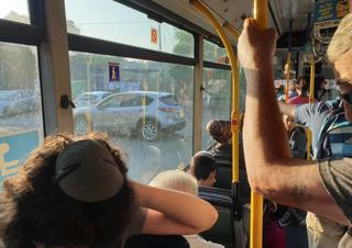 הנוסעים תקועים בנווה חיים   צילום: פרטי