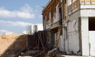 אתר בנייה בבאר־שבע. המגרש פרוץ לכל עבר   צילום: הרצל יוסף