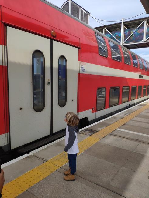 שחר בביקור בתחנת הרכבת | צילום: רכבת ישראל