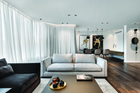 בעיצוב הדירה נעשה שימוש בחומרים טבעיים שמתיישנים יפה. צילום: עודד סמדר