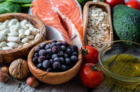 תמהיל תזונתי נכון הכולל מזונות מתאימים | צילום: shutterstock